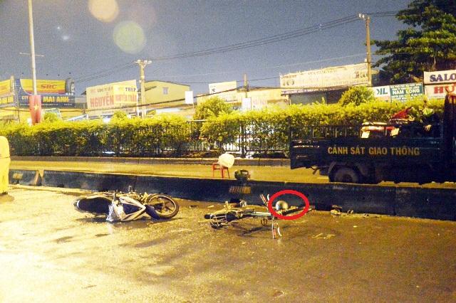 TPHCM: Truy tìm ô tô cán chết 2 người rồi bỏ trốn - 1