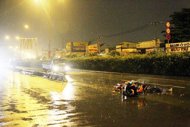 TPHCM: Truy tìm ô tô cán chết 2 người rồi bỏ trốn - 3