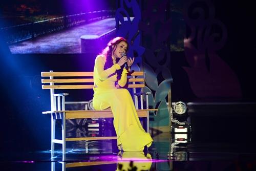 Quang Linh nắm tay tình tứ với Lệ Quyên trên sân khấu - 9