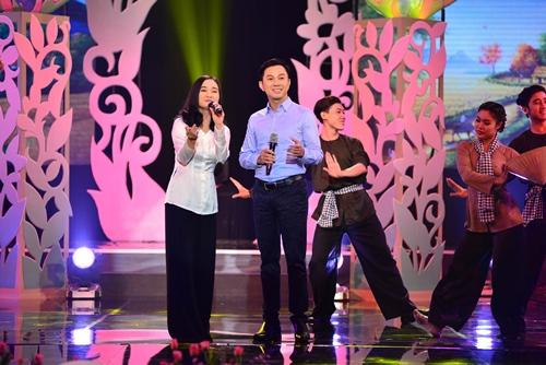 Quang Linh nắm tay tình tứ với Lệ Quyên trên sân khấu - 8
