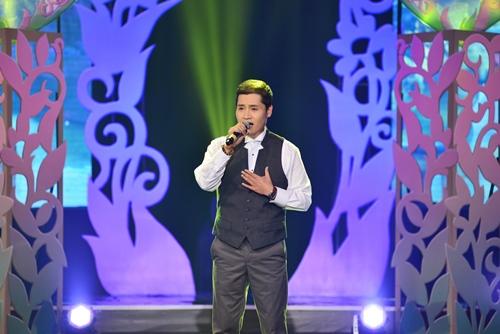 Quang Linh nắm tay tình tứ với Lệ Quyên trên sân khấu - 10