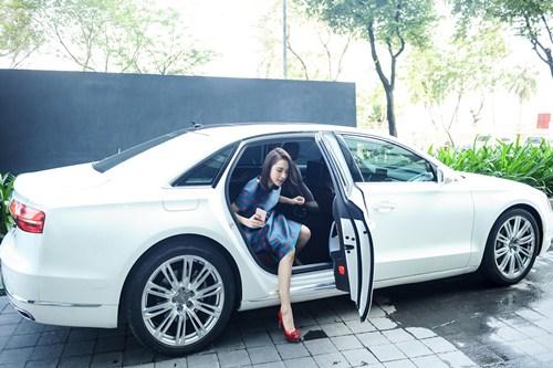 Angela Phương Trinh diện váy kín đáo, xinh như công chúa - 1