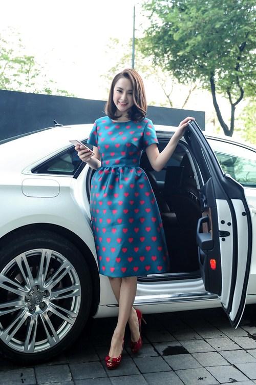 Angela Phương Trinh diện váy kín đáo, xinh như công chúa - 2