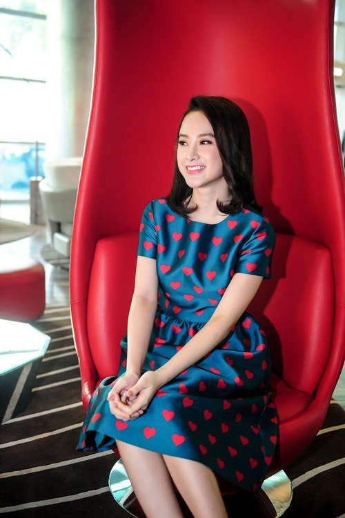 Angela Phương Trinh diện váy kín đáo, xinh như công chúa - 3