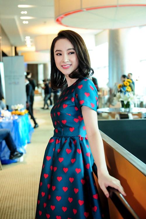 Angela Phương Trinh diện váy kín đáo, xinh như công chúa - 5