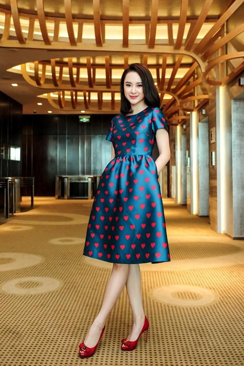 Angela Phương Trinh diện váy kín đáo, xinh như công chúa - 6