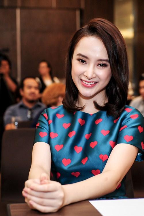 Angela Phương Trinh diện váy kín đáo, xinh như công chúa - 7