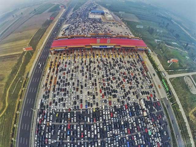 Hình ảnh tắc đường khủng khiếp trên thế giới - 1