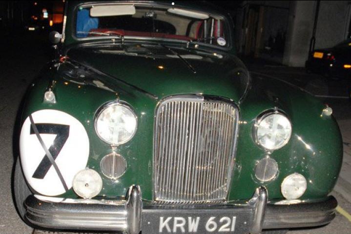 """Tình yêu xe hơi và đam mê đua xe tốc độ của """"Mr.Bean"""" - 10"""