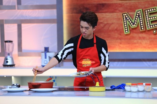 """Ca sĩ """"nhà trăm tỷ"""" khoe tài nấu bếp trên truyền hình - 8"""