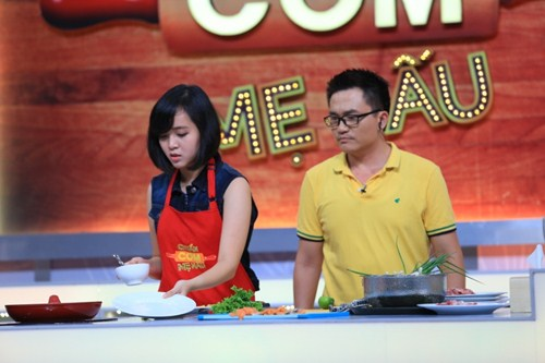 """Ca sĩ """"nhà trăm tỷ"""" khoe tài nấu bếp trên truyền hình - 6"""