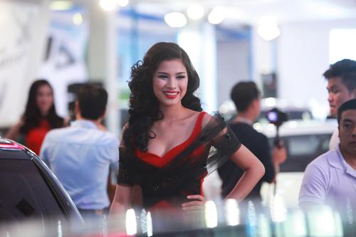 Phạm Hương, Kỳ Duyên xuất hiện bên dàn xế hộp bạc tỷ - 10