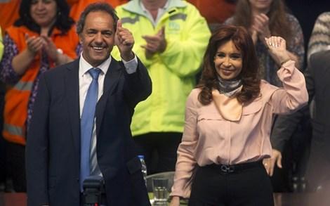 """Nữ tổng thống Argentina nhảy """"cực sung"""" trên sân khấu - 2"""