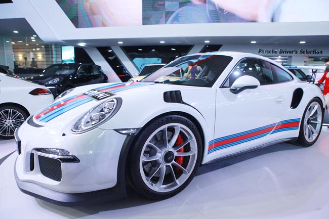 Porsche 911 GT3 RS được các chuyên gia nhìn nhận là phiên bản nằm giữa ranh giới xe thể thao và xe đua. Nó ra mắt lần đầu tại Triển lãm Geneva Motor Show 2015 hồi đầu tháng 3 vừa qua.