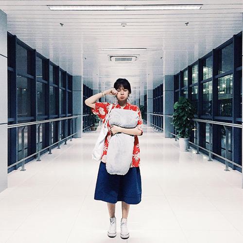 """""""Soi"""" thời trang của hot girl Việt ở sân bay đông đúc - 1"""