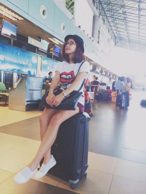"""""""Soi"""" thời trang của hot girl Việt ở sân bay đông đúc - 13"""