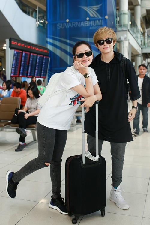 """""""Soi"""" thời trang của hot girl Việt ở sân bay đông đúc - 2"""