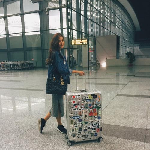 """""""Soi"""" thời trang của hot girl Việt ở sân bay đông đúc - 5"""
