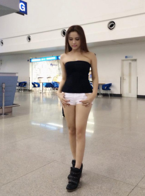 """""""Soi"""" thời trang của hot girl Việt ở sân bay đông đúc - 6"""