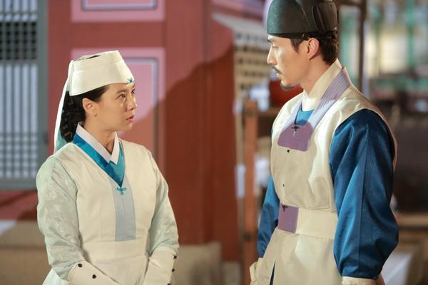 """Lee Dong Wook sánh đôi cùng """"người đẹp Runing man"""" - 2"""