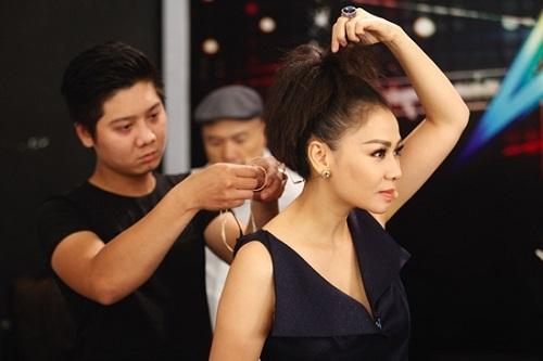 Thu Minh tất bật ngồi ghế nóng và chạy show Hà Nội - 2