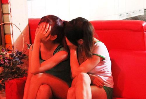 Đột kích ổ mại dâm trăm đô vùng ven Sài Gòn - 2