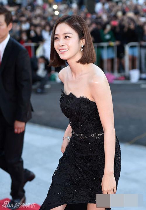 Kiều nữ Hàn Quốc ăn mặc hớ hênh trên thảm đỏ - 3