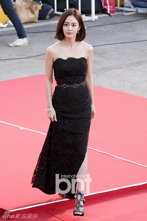 Kiều nữ Hàn Quốc ăn mặc hớ hênh trên thảm đỏ - 4