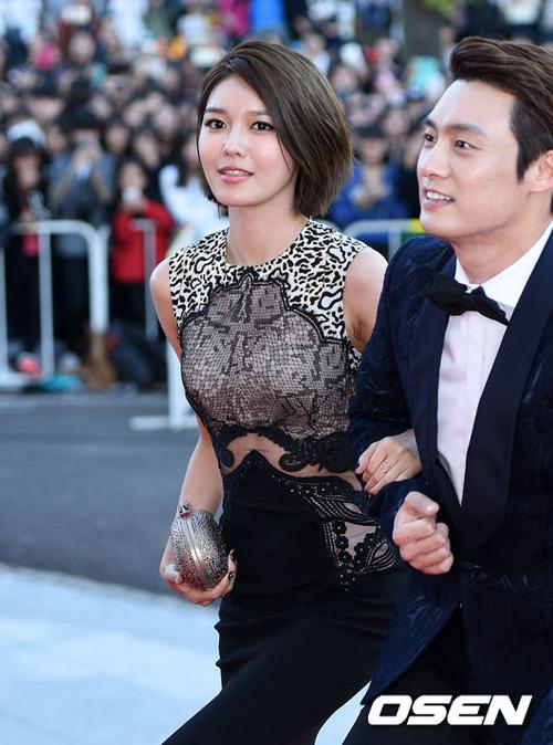 Kiều nữ Hàn Quốc ăn mặc hớ hênh trên thảm đỏ - 6