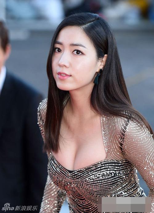 Kiều nữ Hàn Quốc ăn mặc hớ hênh trên thảm đỏ - 7