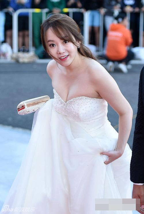 Kiều nữ Hàn Quốc ăn mặc hớ hênh trên thảm đỏ - 8