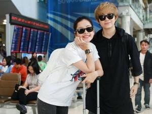 """Thời trang - """"Soi"""" thời trang của hot girl Việt ở sân bay đông đúc"""