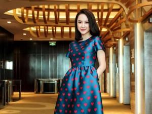 Angela Phương Trinh diện váy kín đáo, xinh như công chúa