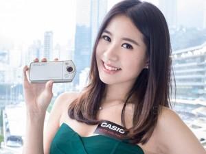 """Dàn mỹ nữ xinh đẹp bên máy ảnh """"tự sướng"""" Exilim EX-TR35"""