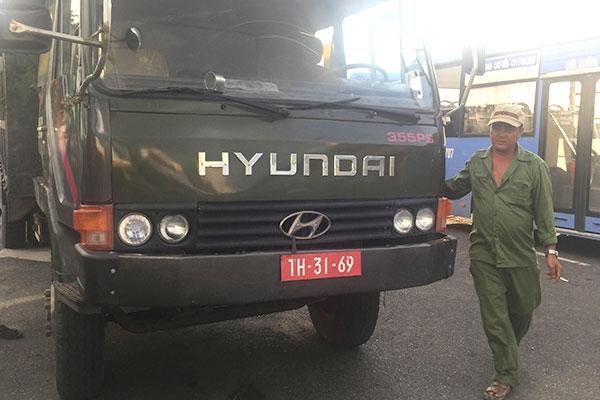 """""""Đội lốt"""" xe quân sự để chở quá tải - 1"""