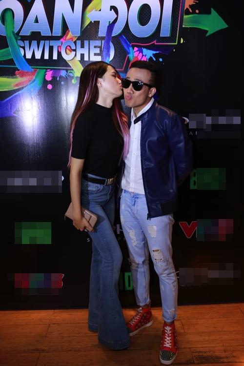 Trấn Thành, Hương Giang liên tục hôn nhau trong sự kiện - 2