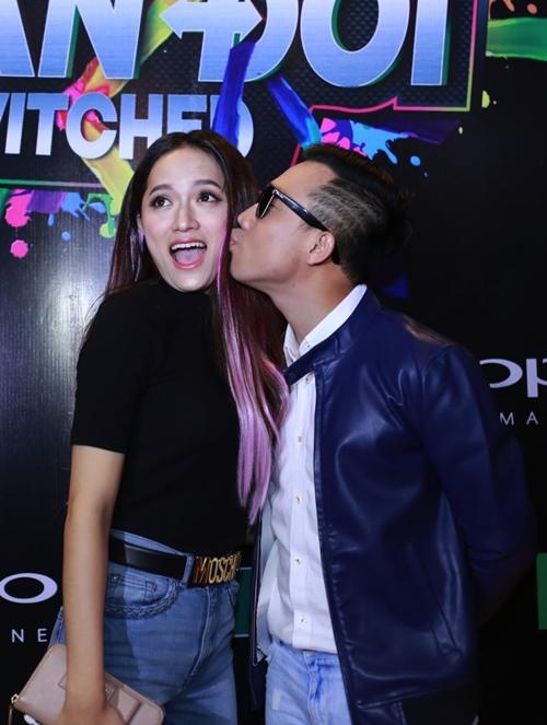 Trấn Thành, Hương Giang liên tục hôn nhau trong sự kiện - 3