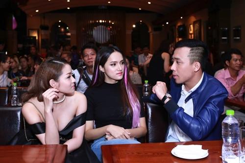 Trấn Thành, Hương Giang liên tục hôn nhau trong sự kiện - 4
