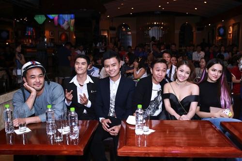 Trấn Thành, Hương Giang liên tục hôn nhau trong sự kiện - 5