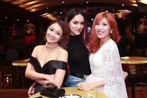 Trấn Thành, Hương Giang liên tục hôn nhau trong sự kiện - 6