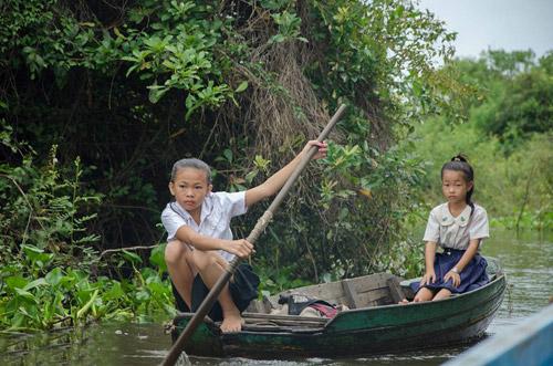 Nhói lòng cảnh trẻ em vượt sông tới trường - 3