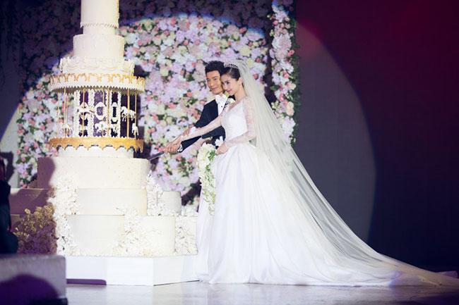 Đám cưới của cặp đôi còn có sự xuất hiện của đông đảo đội ngũ phóng viên - 1
