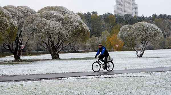 Tuyết đầu mùa phủ trắng thủ đô Nga - 1