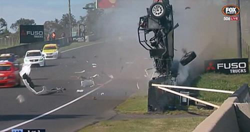 Tai nạn: Xe đua lộn 12 vòng bốc cháy ngùn ngụt - 2