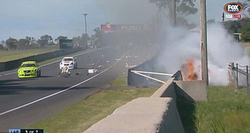 Tai nạn: Xe đua lộn 12 vòng bốc cháy ngùn ngụt - 4