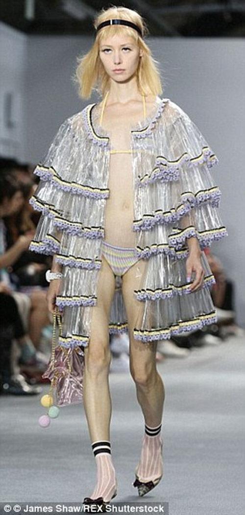 """Tròn mắt xem các """"thảm họa thời trang"""" ít ai dám mặc - 3"""