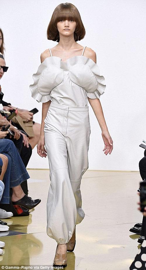 """Tròn mắt xem các """"thảm họa thời trang"""" ít ai dám mặc - 16"""