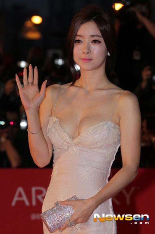 Minh tinh Hàn Quốc gây bất ngờ với vẻ đẹp như búp bê - 2