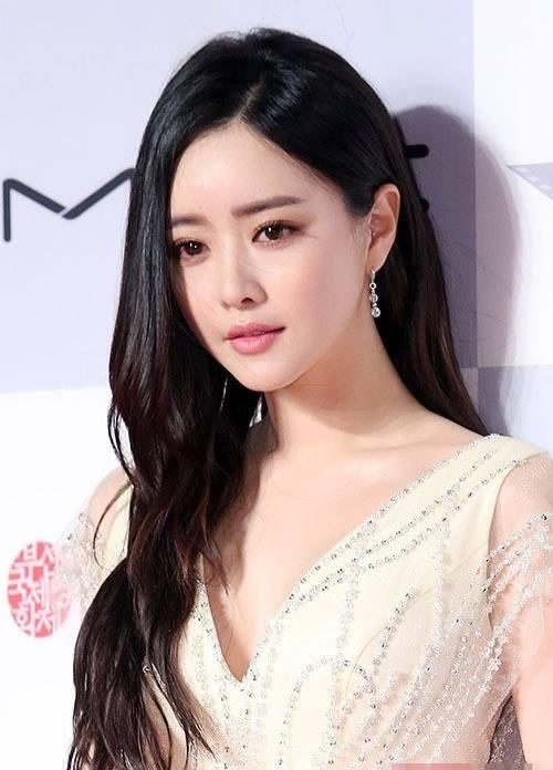 Minh tinh Hàn Quốc gây bất ngờ với vẻ đẹp như búp bê - 1