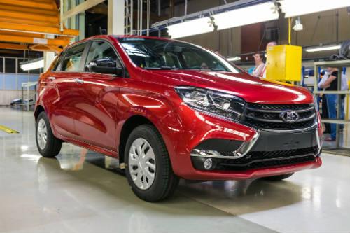 Xe Nga Lada XRAY giá 177 triệu đồng rục rịch ra mắt - 1